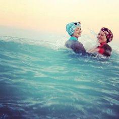 Damn rights we swim! Muslim Girls, Muslim Women, Hijab Fashion, Fashion Beauty, Us Swimming, Muslim Dress, Hijab Tutorial, Islamic Inspirational Quotes, Hijab Outfit