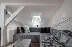 foorni.pl | Szary loft, salon na poddaszu
