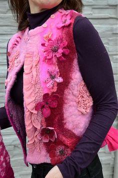 FeltroModa / Vesta plstená z ružového obláčika