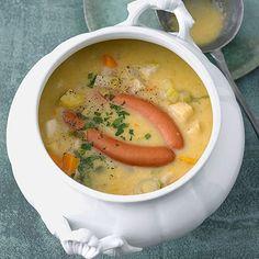 Unter den dicken Suppen ist die Kartoffelsuppe Königin: sättigend mit jedem Bissen, dabei so einfach abzuwandeln, dass sie immer wieder neu daherkommt...