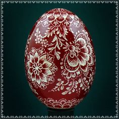 MORE / Real Pysanky. Hand Made Pysanka Easter Egg Chicken Scratched Technique in Collectibles Christmas Images, Christmas Bulbs, Polish Easter, Carved Eggs, Diy Flowers, Flower Diy, Ukrainian Easter Eggs, Scratch Art, Chicken Scratch