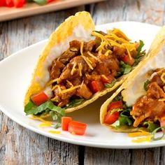 Slow Cooker Sweet Pulled Pork Tacos are super tender and are perfect for an easy weeknight dinner that's made in your crock pot! Pork Recipes, Slow Cooker Recipes, Crockpot Recipes, Cooking Recipes, Mexican Dishes, Mexican Food Recipes, Ethnic Recipes, Tacos Au Porc, Pulled Pork Tacos