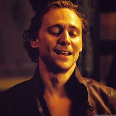 You see Tom Hiddleston, you think dirty... *gif*