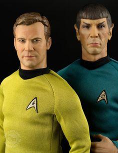 Kirk & Spock Scale Star Trek Action Figures from Quantum Mechanix Star Trek Kostüm, Watch Star Trek, Star Trek Posters, Star Wars Poster, Star Trek Enterprise, Star Trek Voyager, Captain Spock, Star Trek Action Figures, James T Kirk