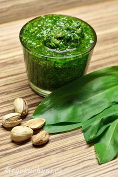 Pesto z medvědího česneku a pistácií - Meg v kuchyni Tzatziki, No Cook Meals, Pesto, Pickles, Ham, Cantaloupe, Cucumber, Beans, Food And Drink