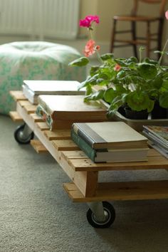 pallet table on wheels; LOVE this!  Doesn't look like a pallet; more like boards etc.