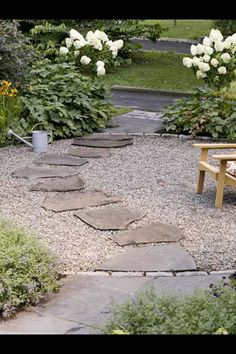 Private and Inviting Front Yard Flagstone stepping-stones leading to the driveway provide an easier-to-navigate surface in a crushed-stone patio. They are also easier to keep clear of snow come winter. Pea Gravel Patio, Gravel Landscaping, Gravel Garden, Flagstone Patio, Front Yard Landscaping, Backyard Patio, Garden Paths, Landscaping Ideas, Gravel Driveway