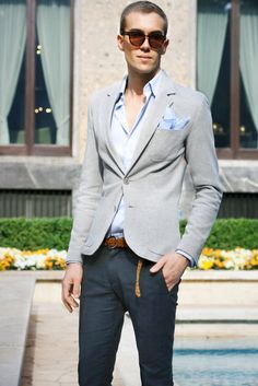 Street Style. Gray jacket blazer. Smart casual. Summer.