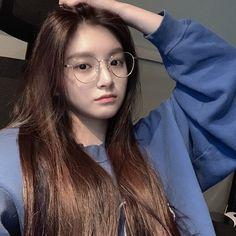 everglow e:u ; Cute Korean Girl, Asian Girl, Kpop Girl Groups, Kpop Girls, Divas, Girls Run The World, Pretty Asian, Jennie Blackpink, Rapper