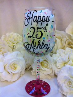 HAPPY 25TH BIRTHDAY CUPCAKE WINE GLASS – www.thepaintedflower 21st Birthday Glass, 25th Birthday Ideas For Her, 30th Birthday Quotes, Birthday Wine Glasses, Happy 25th Birthday, 25th Birthday Parties, Birthday Gifts For Sister, Birthday Diy, Birthday Cupcakes