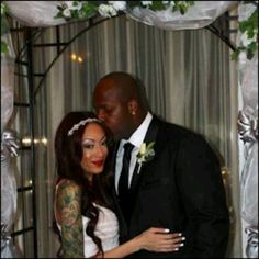 NFL Baller Terrell Suggs Gets His Baby Mama To Drop Restraining Order and Marries Her Terrell Suggs, Baltimore Ravens, Got Him, Nfl, Restraining Order, Wedding Dresses, Children, Baby, Football