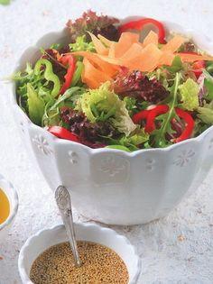 Πολύχρωμη σαλάτα με βινεγκρέτ εσπεριδοειδών - www.olivemagazine.gr Salad Bar, Food To Make, Serving Bowls, Sweet Home, Food And Drink, Vegetarian, Vegan, Cooking, Tableware
