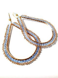 ORECCHINI A GOCCIA tessitura perline blu oro di ERYCOLLECTION, $29.00