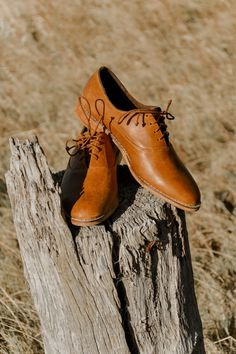 The men's Khule Oxford is a fam favourite! Made of rich tan leather and handcrafted to perfection by our brilliant team!