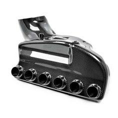 Sistemul de admisie sport BMW M3 E46 CSL Evolve EVENTURI a fost dezolvat pentru a asigura performanta maxima. Compatibilitatea este extinsa pentru modelele seriei E46. Aceasta asigura cea mai eficienta si directa cale a fluxului de aer direct catre camera de ardere a motorului. Bmw M3, Cale, Sports, Carbon Fiber, Hs Sports, Sport