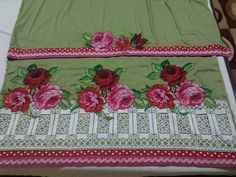 Rida wit beautifull lace n appliqued flowers