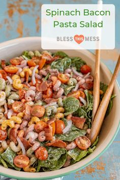 Spinach Bacon Pasta Salad is the freshest side dish for all the picnics, barbecues, and pool parties your heart desires. Chicken Salad Recipes, Bacon Recipes, Healthy Salad Recipes, Pasta Recipes, Picnic Recipes, Picnic Ideas, Picnic Foods, Dinner Ideas, Best Pasta Salad