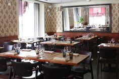 ラヴィントラ・クーはフィンランドの伝統料理とモダンをアレンジで楽しめるレストラン。ちょっとレトロな店内にもご注目。ランチはメインコース1皿19€、2皿24€、2皿+デザート28€。KIASMA(ヘルシンキ現代美術館)から徒歩約10分。 Ravintola Kuu - Töölönkatu 27 - 00260 Helsinki - Finish Cuisine - ★★★★☆