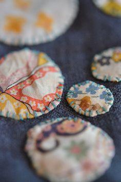 dotty cuff s closeup Scrap Fabric Projects, Fabric Crafts, Sewing Crafts, Sewing Projects, Fabric Jewelry, Fabric Bracelets, Textile Fiber Art, Fabric Strips, Recycled Fabric