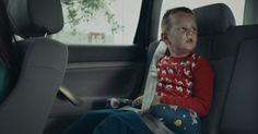 Este vídeo mostra como as crianças enxergam os pais que bebem