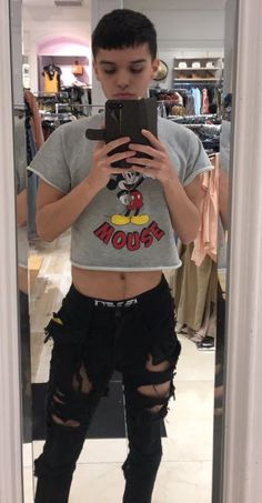 Male crop top Rave Outfits Men, Crop Top Outfits, Outfits For Teens, Mens Crop Top, Masculine Style, Androgynous, Types Of Fashion Styles, Beautiful Boys, Male Models