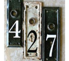 House numbers painted on old doorknob plates. Great idea.