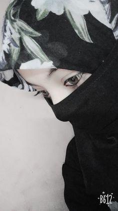 😘😘😘 This one Preneeta, she laugh hardest of all. Teenager Photography, Girl Photography Poses, Beautiful Muslim Women, Beautiful Hijab, Beautiful Eyes, Hijabi Girl, Girl Hijab, Stylish Girl Images, Stylish Girl Pic