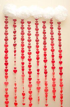 Este sensacional rojo Ombre corazón Drop Garland es perfecto para el día de San Valentín! Usarlo como decoración DIY Photo Booth telón de