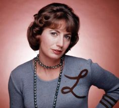 """Actress Penny Marshall, best known for her role on """"Laverne and Shirley"""" died December 2018 due to complications with diabetes/ Sje was 75 years old. Hollywood Glamour, Old Hollywood, Penny Marshall, Cindy Williams, Laverne & Shirley, Beloved Film, Classic Tv, Famous Faces, Memes"""