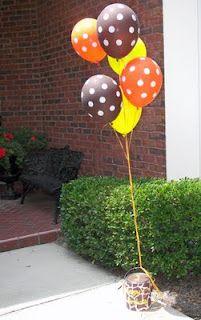 Giraffe-themed Birthday Party - decorated paint can Giraffe Birthday Parties, Giraffe Party, Baby Shower Giraffe, 1st Boy Birthday, 2nd Birthday Parties, Birthday Ideas, Half Birthday, Polka Dot Balloons, Balloon Bouquet