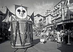 Step In Time: Magic Kingdom Park's 1976 Christmas Parade « Disney Parks Blog