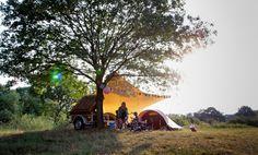 kamperen > Camping De Roos is direct aan het water dus als de jongens allebei hun diploma hebben