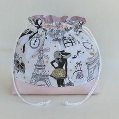 Sac pochon à lingerie, en tissu paris et simili cuir, sac à linge, pochette accessoire de voyage, cadeau femme - Un grand marché Drawstring Backpack, Lingerie, Backpacks, Vide, Bags, Fashion, Bedroom Accessories, Fabric Bags, Handbags