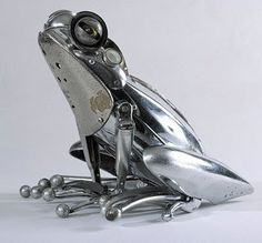 Recycled Scrap Metal frog - awesome!!! yes Please!