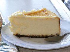 La recette du cheesecake nature, un grand classique et très bien pour commencer les cheesecakes. Cette recette utilise du kiri.