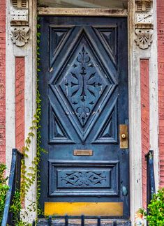 I picture a lovely blonde girl walking up to this door. Rummaging for the key in her tote bag, filled to the brim with fresh market vegetables. Her flared skirt brushing the wooden doorframe as she enters. Charleston, South Carolina