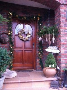 Vianočná výzdoba Beautiful Christmas Decorations, Most Beautiful, Ideas For Christmas, Pallets, Fir Tree, Bricolage Noel, House Entrance, Seasons Of The Year, Christmas Decor