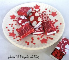 Canada Day Crafts of July Ideas) - Craftionary Canada Day Shirts, Happy Birthday Canada, Canada Day Crafts, Canada Day Party, Nursing Home Activities, Valentine Treats, Valentine Cards, Canada Holiday, Party Favors