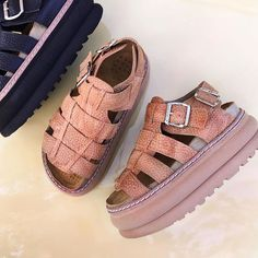 Nuevas! Verona! En cuero negro y suela! Hermosasss! 😻 Summer Feet, Summer Shoes, Only Shoes, Summer Chic, Custom Shoes, Huaraches, Jordan Shoes, Me Too Shoes, High Heels
