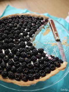 Tarte aux mures, mousse au mascarpone Mascarpone Cream Cheese, Mousse Mascarpone, Blackberry, Sweet Recipes, Deserts, Veggies, Sugar, Food, Muffins