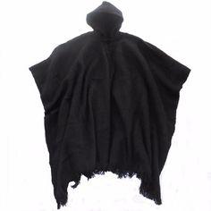 Poncho Negro con capucha para hombre hecha en telar manual de lana de Alpaca Bolivia de andeanspirit en Etsy