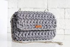 Приветик! 🌷Сумочка цвета графит ждет свою хозяйку😉. 100% хлопок🌿, металлическая фурнитура, ручка съемная. Можно стирать при 30С. Цена 3000₱/53$. Доставка по РФ 350₱. Задавайте вопросы, с удовольствием отвечу каждому.😘 #Po_Letta #вязаныйклатч #вязанаясумка #клатч #сумка #ручнаяработа #стиль #мода #handmade #kniting #knitbags #knitclutch #bag #clutch #style #fashion #bags #russia #instagram #краснодар #сочи #crochet #crocheting #tshirtyarn #трикотажнаяпряжа #сумки #crochetbag #girl #в...