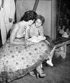 Patsy Cline and Brenda Lee, backstage at The Grand Ole Opry Country Western Singers, Country Music Artists, Country Music Stars, Country Guys, Brenda Lee, Patsy Cline, Grand Ole Opry, Vinyl Music, Vintage Country