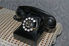 .COMPARE AND CONTRAST: What similarities do you see between this phone and those you see nowadays? What differences do you see? Write your thoughts in your reading journal.