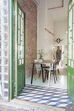 Entry floor.  Séparer sans cloisonner avec des sols différents - Marie Claire Maison