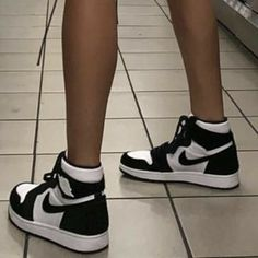 Dr Shoes, Hype Shoes, Sock Shoes, Me Too Shoes, Sneakers Mode, Sneakers Fashion, Fashion Shoes, Shoes Sneakers, Fashion Fashion