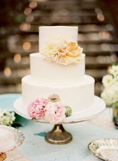 White wedding cake on a vintage stand topped with fresh blooms. Destination Wedding in Hawaii, Pink, Butterflies Cupcakes, Cupcake Cakes, Maui Weddings, Simple Weddings, Destination Weddings, Pretty Cakes, Beautiful Cakes, Simply Beautiful, Absolutely Gorgeous