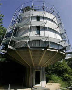 Heliotrope Rotating House (Freiburg, Germany) Green to the extreme, Architect Rolf Disch built a solar powered home that rotates towards the warm sun in the winter and rotates back toward its well-insulated rear in the summer