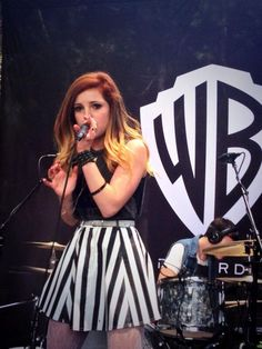 Sydney Sierota love her hair and bandddd