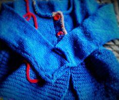 Layette fait main, gilet cardigan bébé fille bleu électrique taille 2 ans